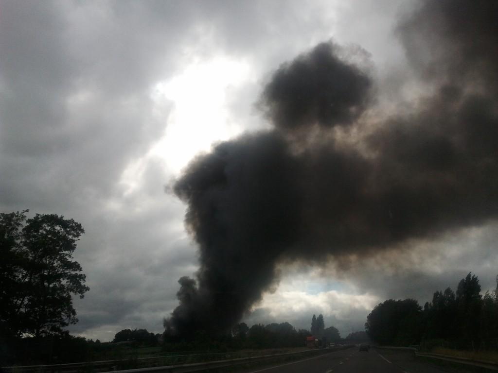 Et puis il y a eu le gros nuage noir, fumée d'incendie dans une plaine, près des mines